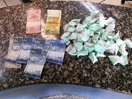 Homem é preso com 50 cápsulas de cocaína e R$ 42 no Porto do Carro, em Cabo Frio