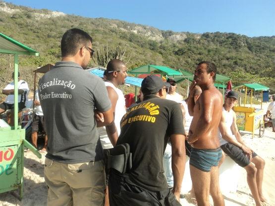 Choque de Ordem na Praia do Forno recolhe 60 toneladas de lixo