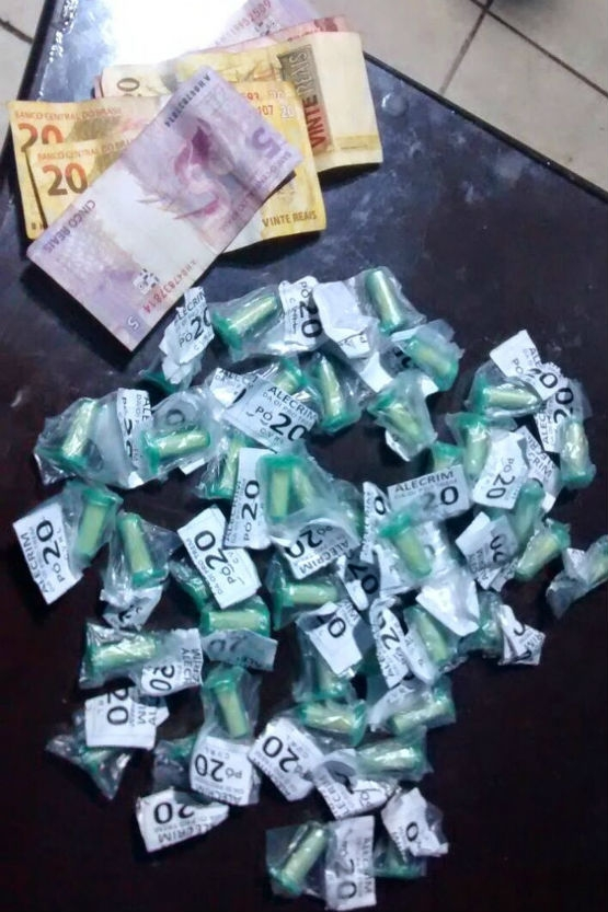Homem é preso com 40 pinos de cocaína e R$ 80 no Monte Alegre, Cabo Frio
