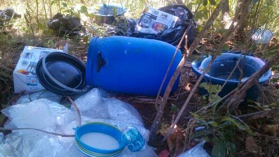 Polícia desmonta acampamento do tráfico em mata na Favela do Lixo