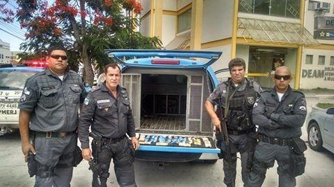 Polícia encontra drogas em vaso de plantas na Praia do Siqueira