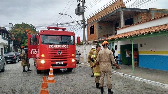 Incêndio em escola causa pânico em alunos dentro de escola em São Cristóvão