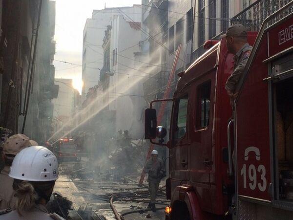 Manhã de caos no centro popular Saara no Rio