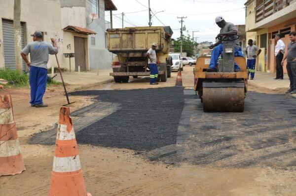 Prefeitura aldeense realiza operação tapa-buracos no bairro São João