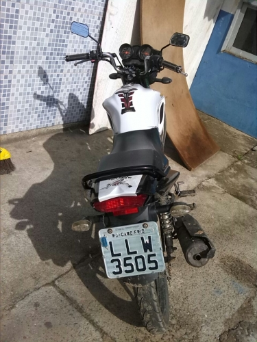 Polícia prende jovem por receptação de moto roubada