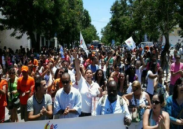 Servidores municipais fazem greve nesta terça