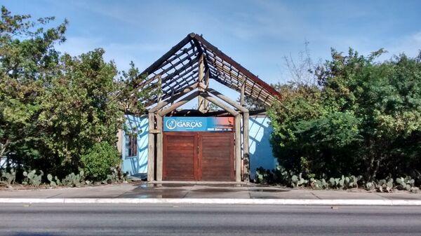 Portal do Dormitório das Garças amanhece completamente destruído