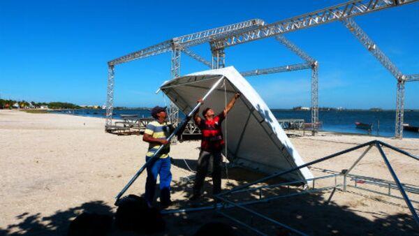 Praia do Siqueira começa a receber estrutura para Festival do Camarão