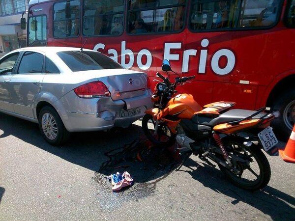 Acidente na Teixeira e Souza tumultua o trânsito na manhã desta quinta-feira (17)