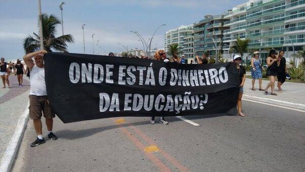 Integrantes do Sepe fazem protesto na Orla