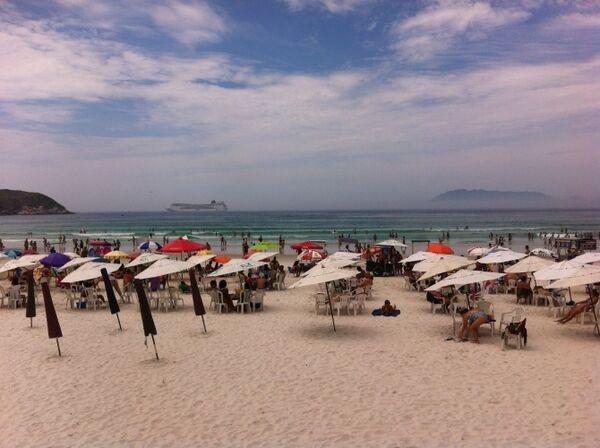 Praia do Forte cheia neste sábado