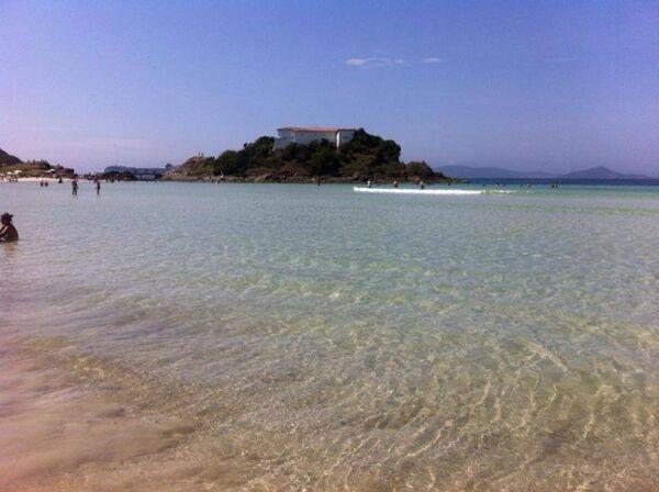 Mar 'caribenho' da Praia do Forte encanta moradores e turistas neste domingo (29)