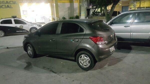 PM apreende carro clonado em Cabo Frio com dois litros de