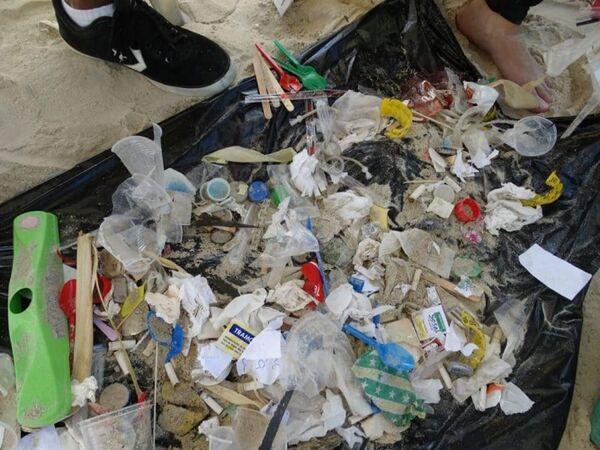 Ação Ambiental recolhe 16 mil resíduos em praias de Cabo Frio
