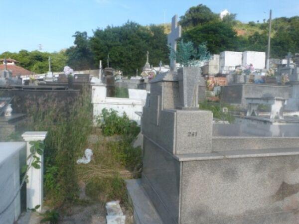 Coveiros reclamam de estrutura no cemitério Santa Izabel