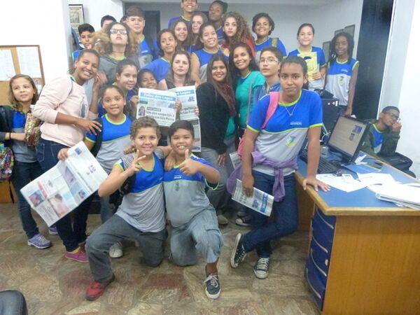 Alunos da Escola Municipal Miriam Alves visitam redação da Folha