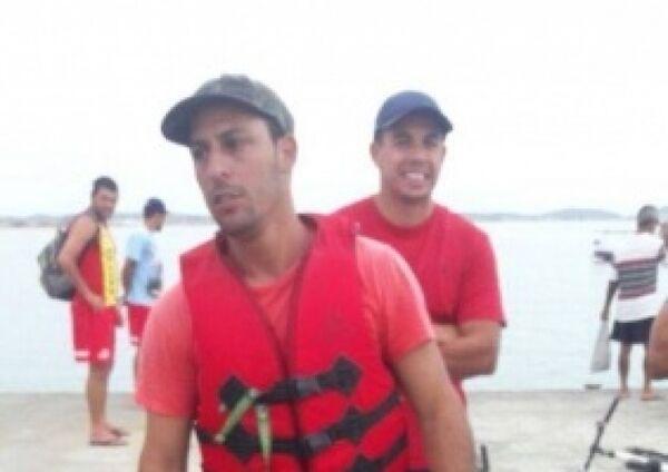 Capitania e Bombeiros resgatam dois homens que estavam desaparecidos no mar