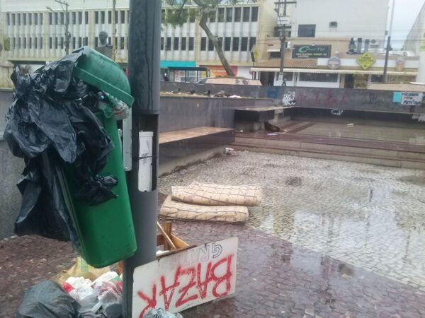 Depois de 18 dias, Praça Porto Rocha amanhece desocupada