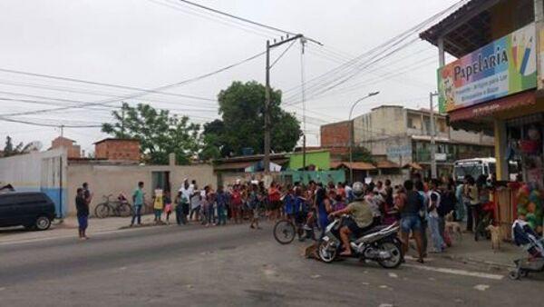Pais de alunos protestam por fechamento de escola