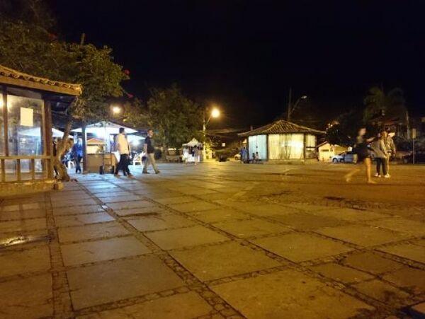Homem é espancado na Praça Santos Dumont, em Búzios