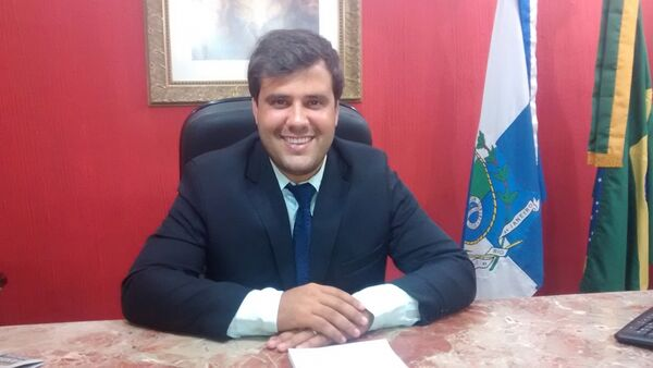 Aquiles Barreto: 'Na Câmara, Laura será secretária de Educação e não a minha mãe'