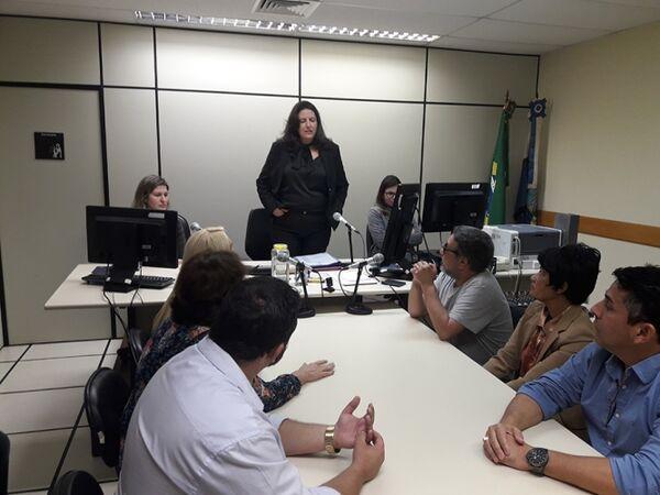 Em reunião com candidatos de Cabo Frio, juíza elogia campanha, mas cobra respeito a lei