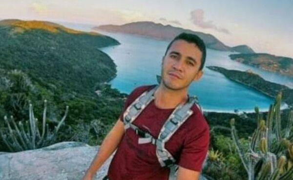 Bombeiros retomam buscas a cabo da Marinha desaparecido no mar em Arraial