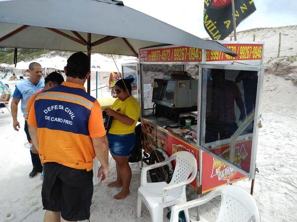 Defesa Civil encontra seis carrinhos com problemas no primeiro dia de blitz na Praia do Forte