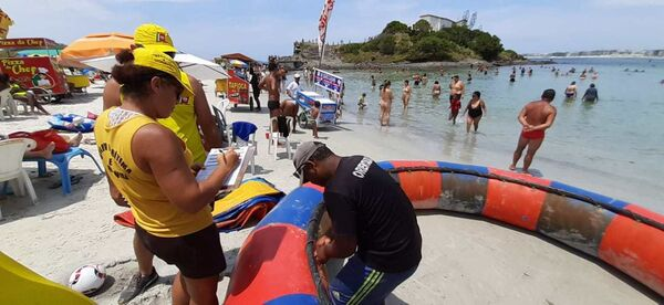 Operação na Praia do Forte notifica operadores de atividade náutica nesta quinta (16)