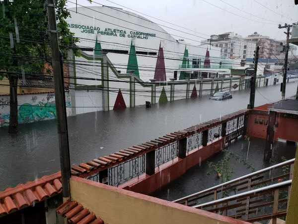 Chuva forte causa transtorno em Cabo Frio e põe Defesa Civil em atenção