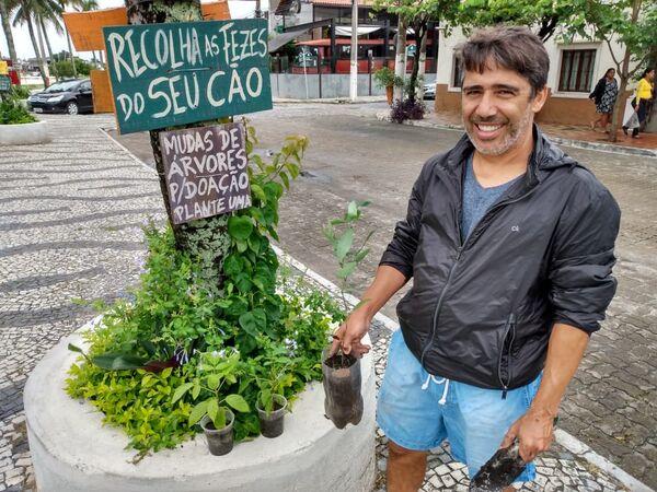 Incomodado com abandono, empresário revitaliza canteiros e jardins no São Bento, em Cabo Frio