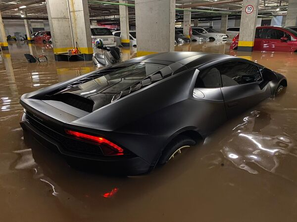 Lamborghini alagada em São Paulo é de empresa por trás de possível megainvestimento em Arraial