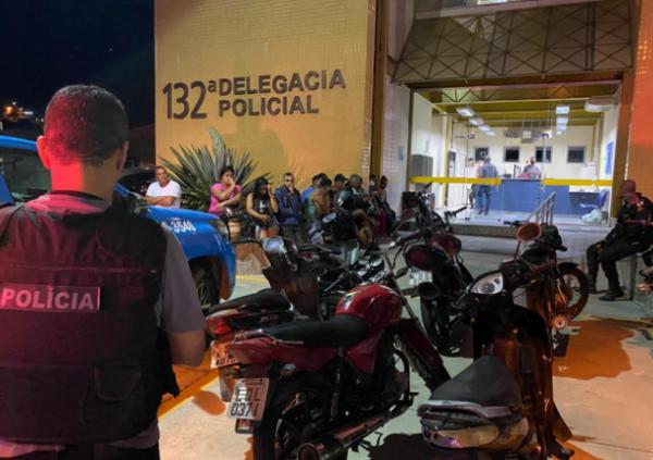 Polícias Civil e Militar fazem operação conjunta contra o tráfico de drogas e apreendem motocicletas