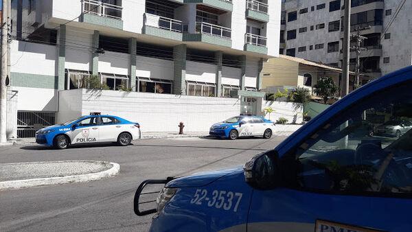 Assaltante rouba apartamentos e deixa vítimas amarradas, em Cabo Frio