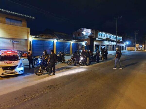Blitz fiscaliza motos de serviços de entrega em Búzios