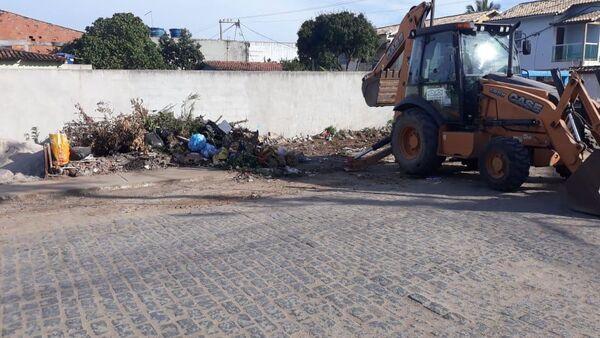 Cerca de 45 toneladas de entulho descartado de forma irregular são retiradas em Tamoios